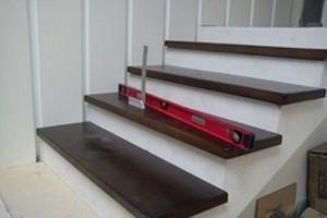 Облицовка, отделка лестниц натуральной древесиной