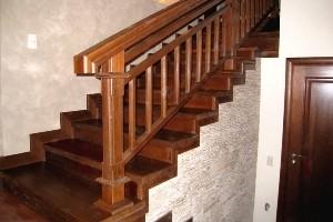 Привлекательный внешний вид облицовки лестниц из дерева