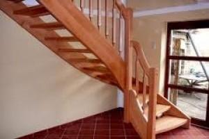 Лестницы из дуба, лиственницы, сосны, ясеня