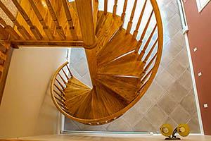 Виды, конструкция винтовых лестниц