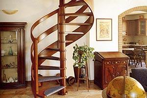Винтовые лестницы из дерева и их особенности