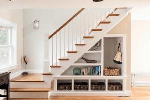 Лестницы со встроенными шкафами, стеллажами, полками