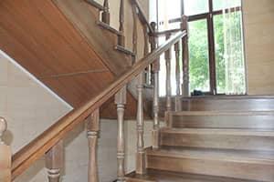 Лестница на второй этаж сосна