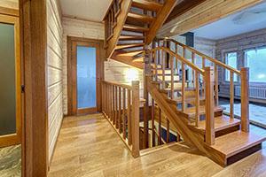 Купить деревянную лестницу на второй этаж недорого